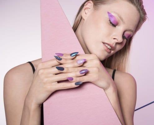 model met nagels